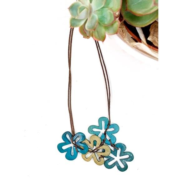 ✨4/$24 Retro wooden flower necklace